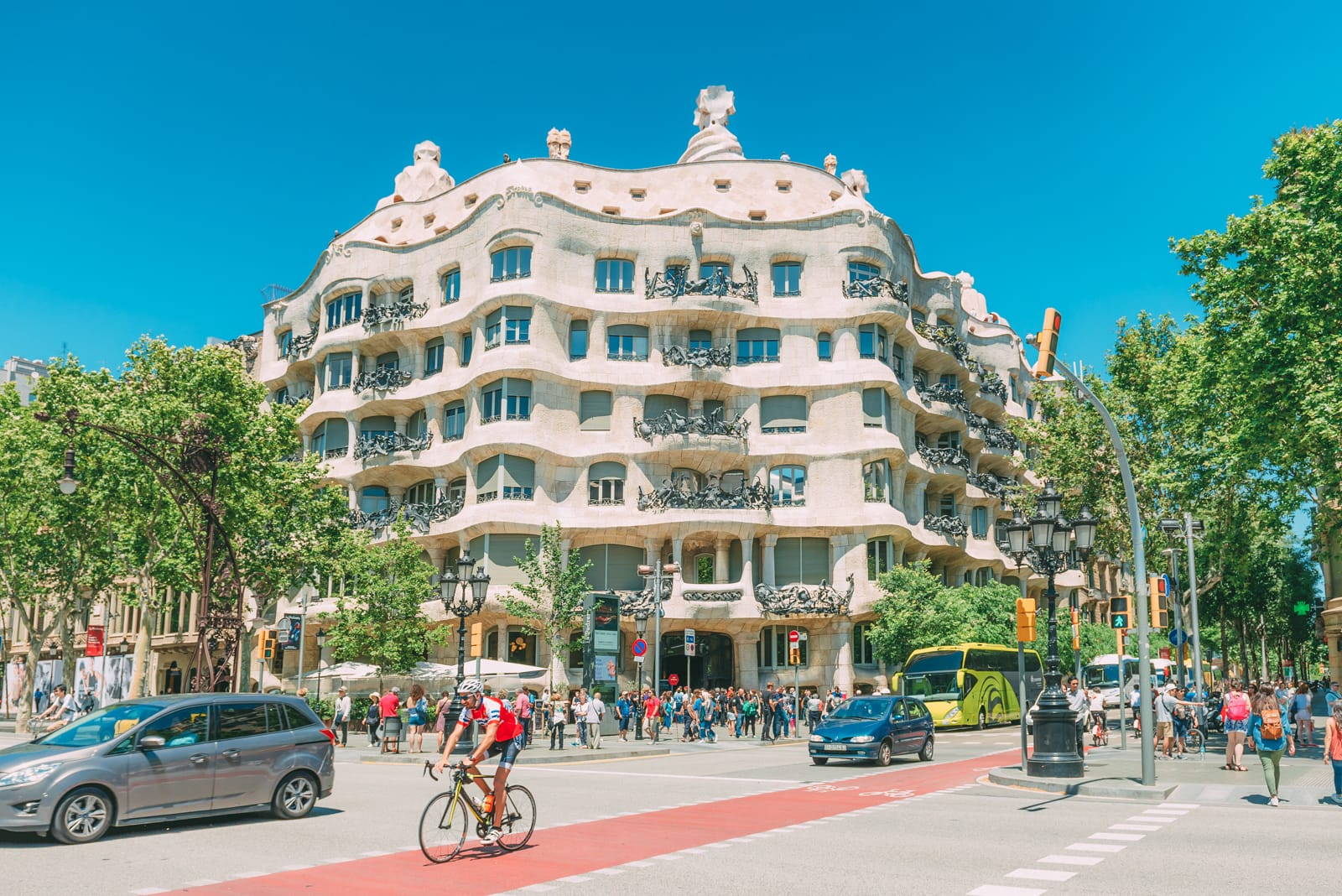25 Best Things To Do In Barcelona, Spain (10)